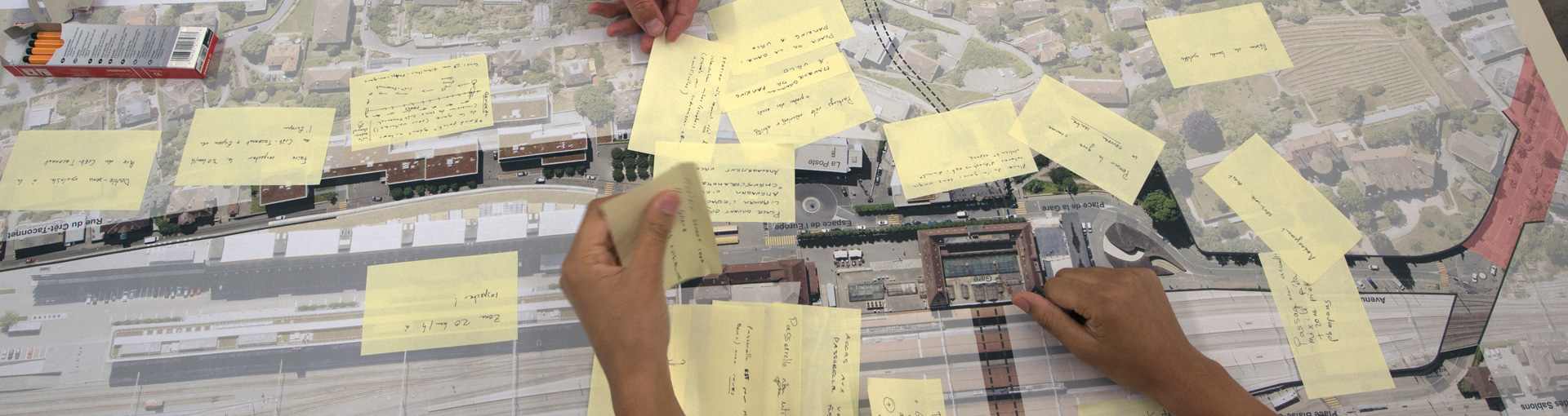 Des post-it illustrant les démarches participatives de la Ville